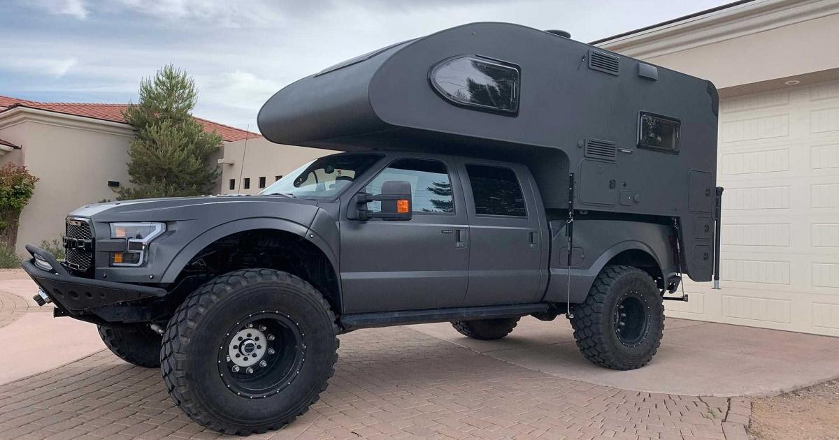 Karavan Ford Raptor